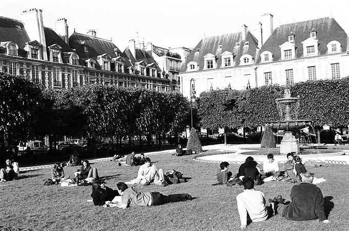 The picture-perfect Place des Vosges, with its unique architecture and perfect symmetry, is the capital's oldest square.
