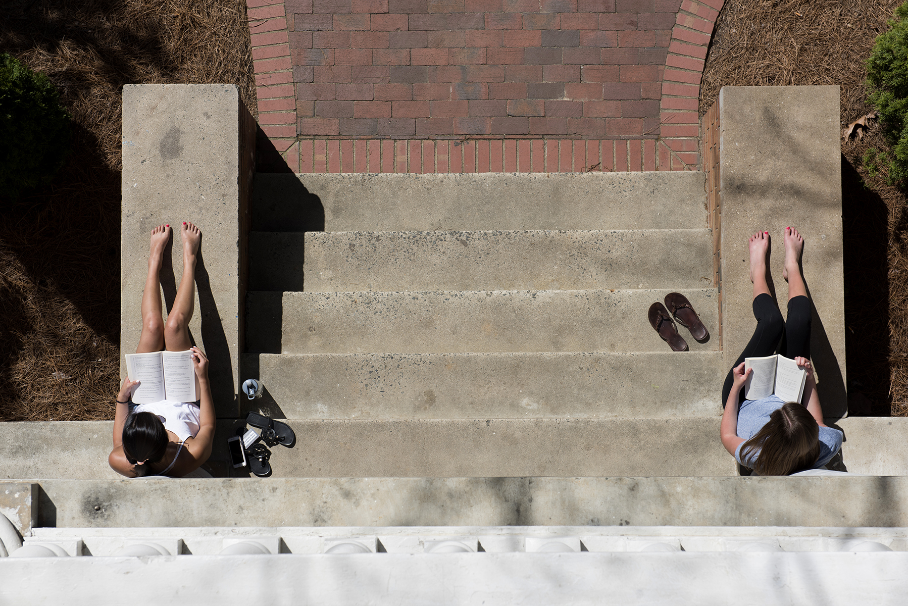 As the summer sun begins to emerge on campus, so do the bare feet of students studying outside their residence halls.