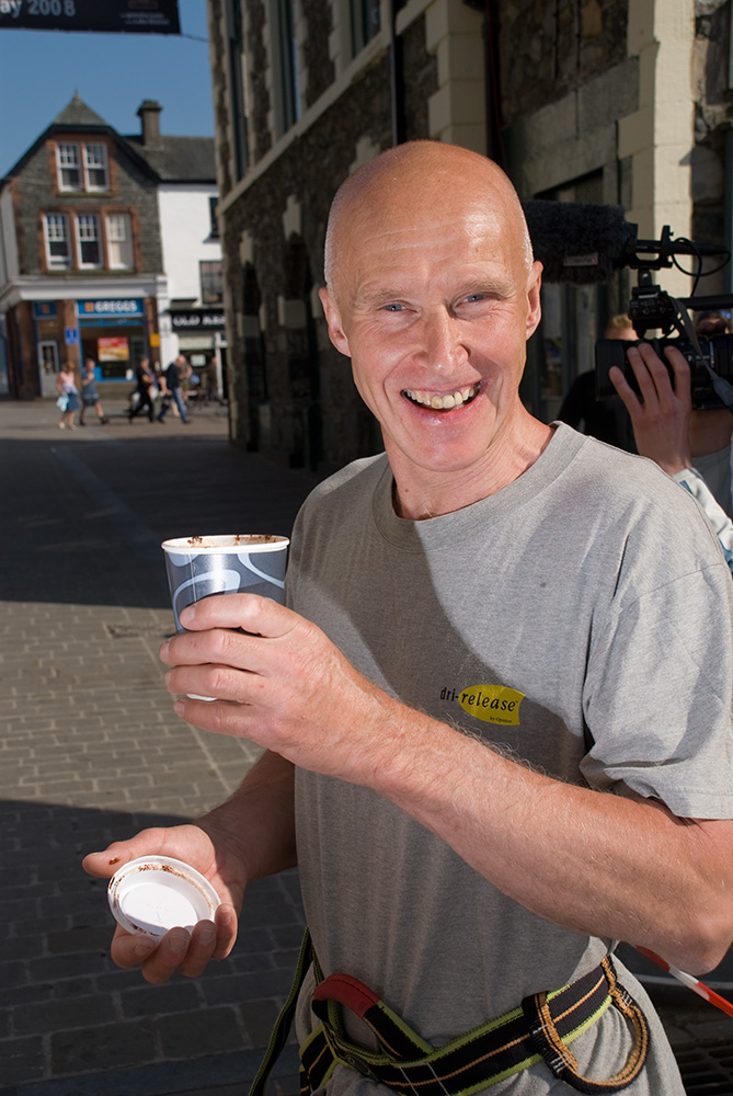 At Keswick Mountain Festival 2008Alan Hinkes OBE (born 26 April 1954) is an English mountaineer from Northallerton in North Yorkshire. Hinkes is the first British mountaineer to have claimed all 14 of the world's 8000m peaks.