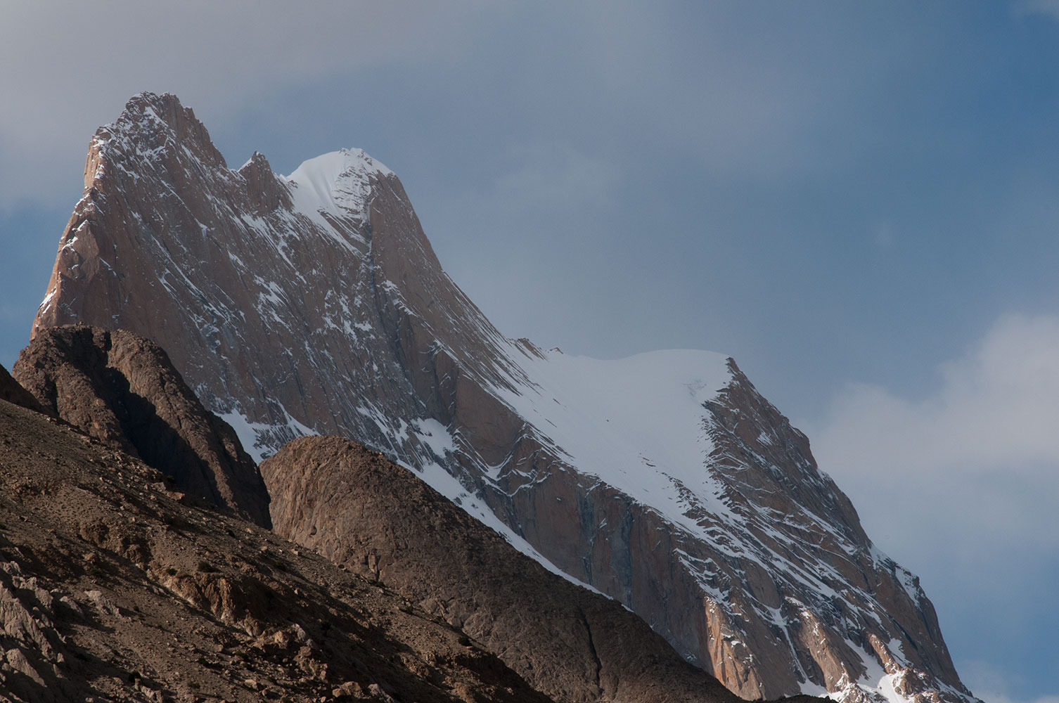 The summit peering over an intervening ridge, from Paiju in the Braldu valleyNikon D300, 180mm