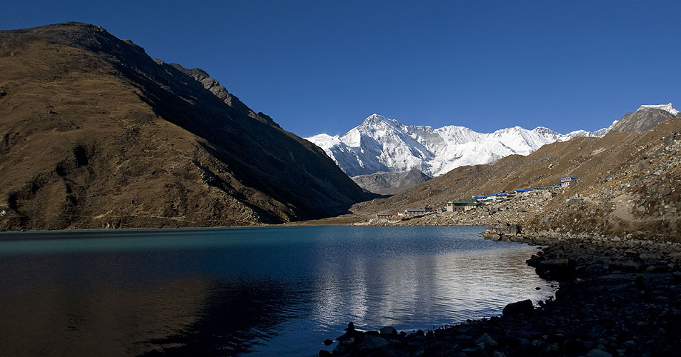 Cho Oyu (8201m) and the 3rd lake at Gokyo in afternoon lightNikon D300, 17-35mm