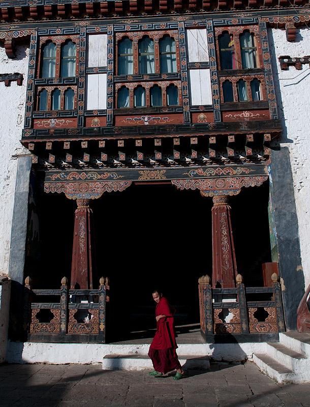 Punakha Dzong, BhutanA monk in the courtyardNikon D300, 17-35mm