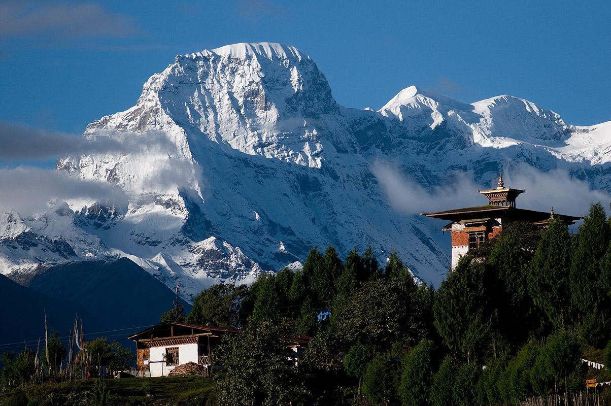 A telephoto of Gasa Dzong and Kang Bum (6526m) from Gasa village, central BhutanNikon D300, 180mm