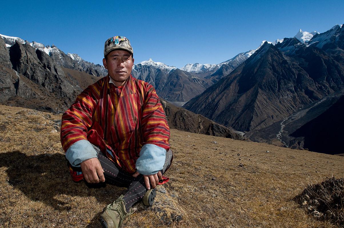 On an exploratory hike with yak-driver TsonamNikon D300, 17-35mm