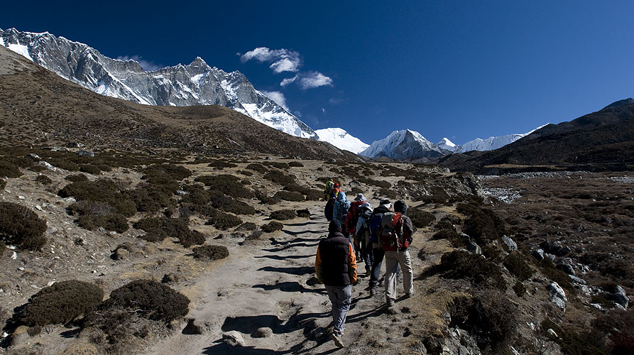 Trekkers in the Imja Khola valley, with Lhotse aheadNikon D300, 17-35mm