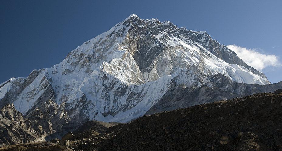 From the Khumbu Glacier between Lobuche & Gorak ShepNikon D300, 17-35mm