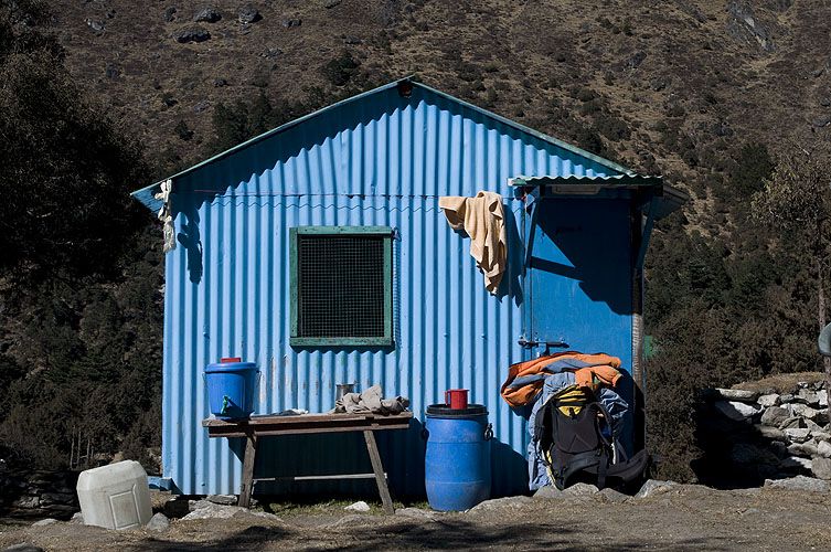 A nice blue hut at this village below Thyangboche monasteryNikon D300, 17 - 35mm