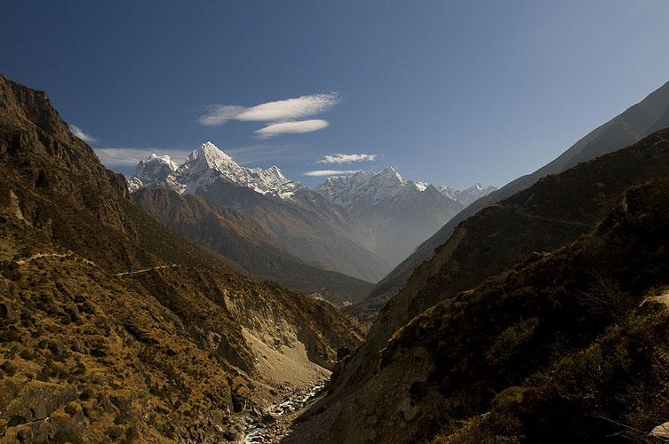 A view south from just below Thamo villageNikon D300, 17-35mm