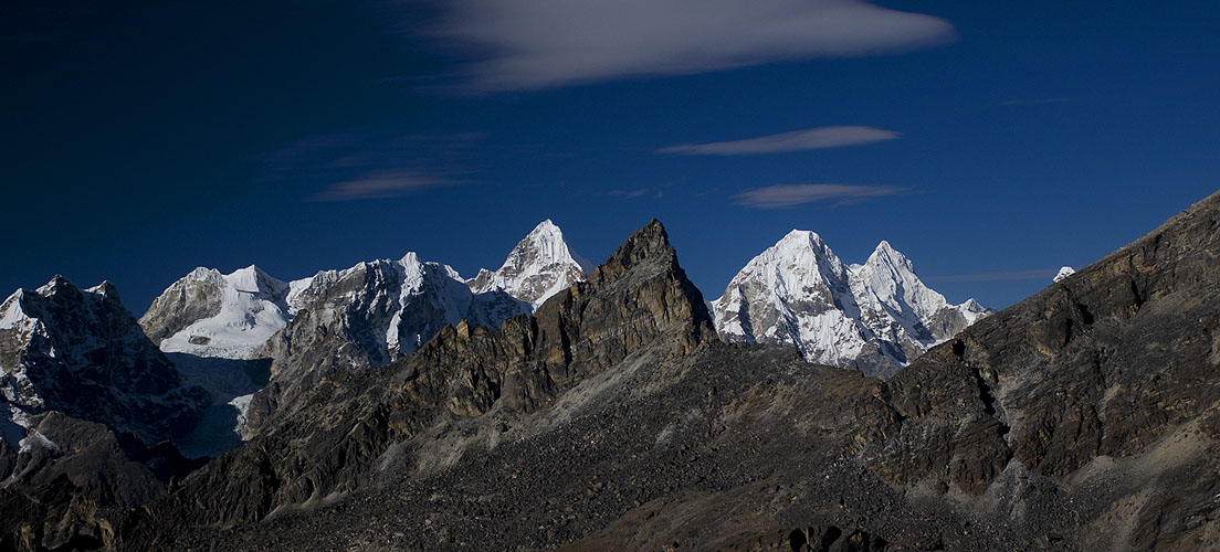 Left to right;Drangnag Ri (6801m), Dragkya Chullung (5657m), Pangbuk (6705m) & Menlungtse (7181m)Nikon D300, 180mm