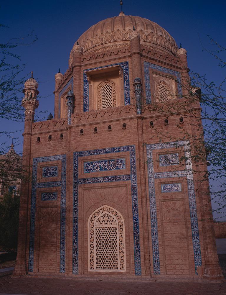 abbasid_tomb_derawar_97RDP2