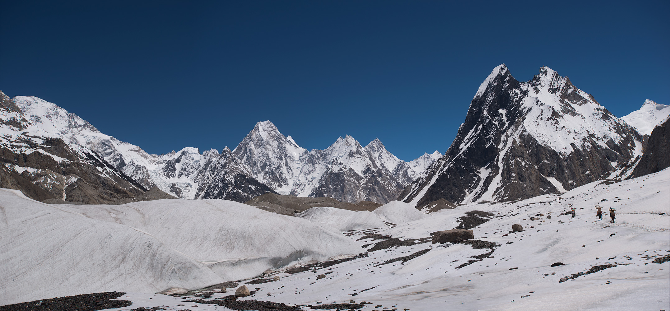 Approaching Concordia. Gasherbrum IV in the centre, Broad Peak to the left, Mitre Peak to the right.