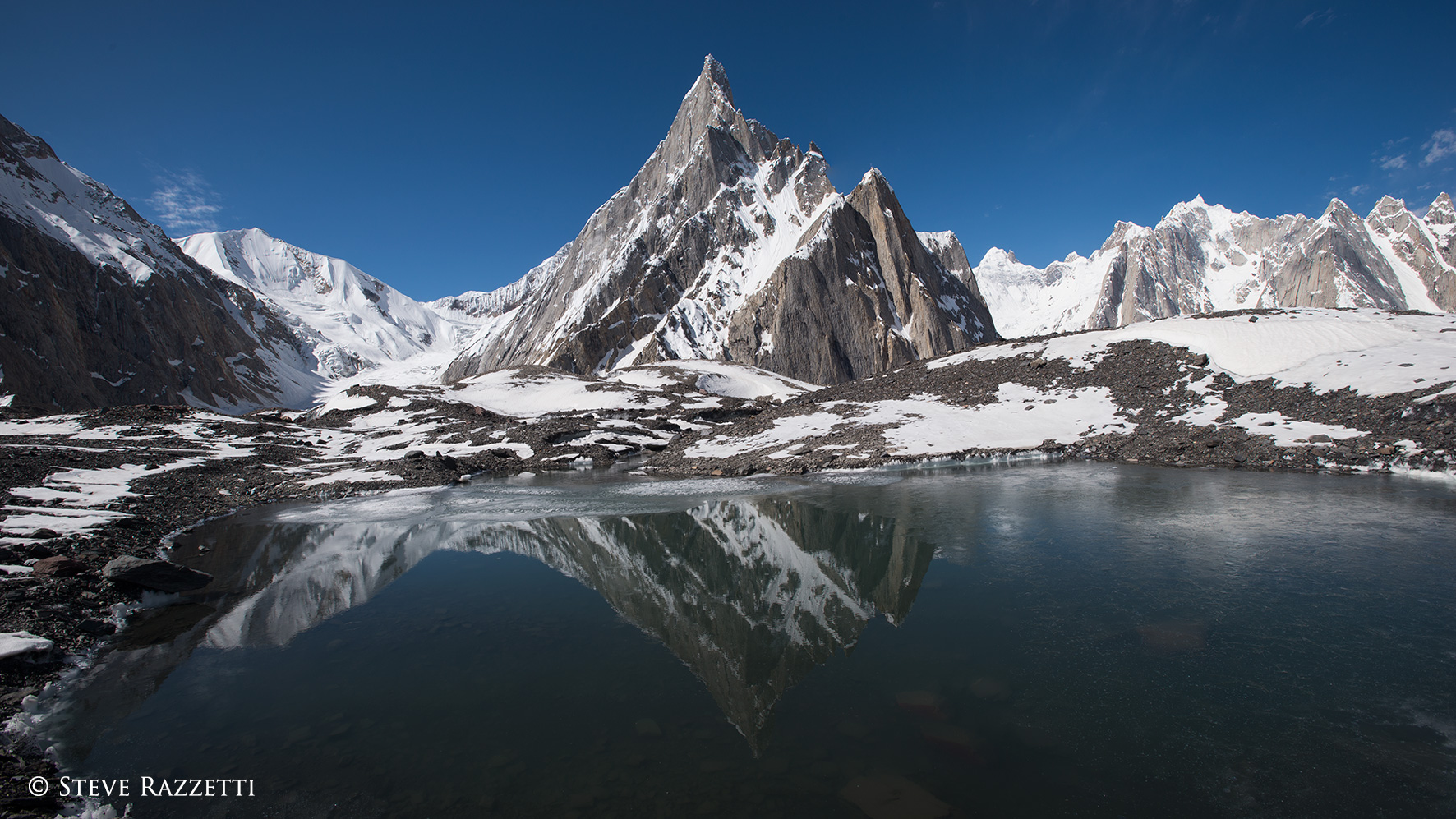 Un named peaks on the southern flanks of the glacier near Goro.