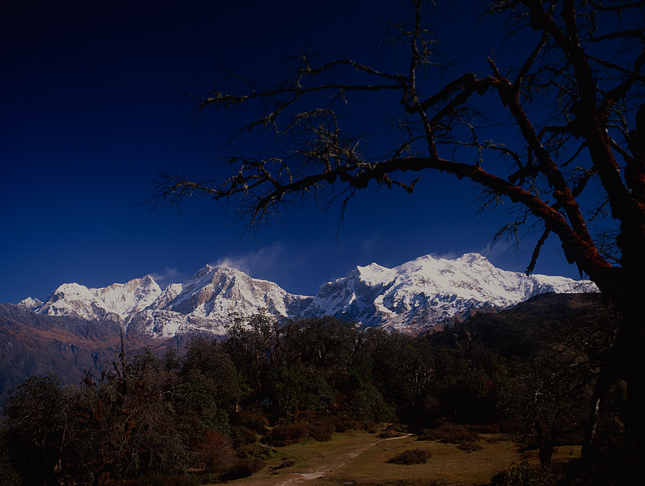 A view north along the ridge, to Manaslu, Baudha Himal and HimalchuliProject VeronicaMedium format images re-scanned in a professional glass film- holder with my Nikon Coolscan 9000 and Silverfast 8 software. These images display larger on the site - enjoy!Bronica ETRSi, 50mm, Fuji Velvia