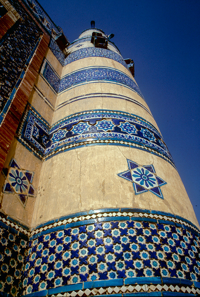 A detail of this fabulous mausoleum, which dates from 1498Canon EOS 500, 28mm, Fuji Velvia
