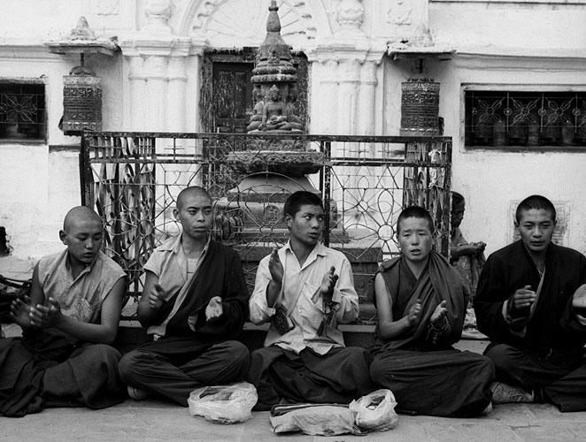 bodnath_monks