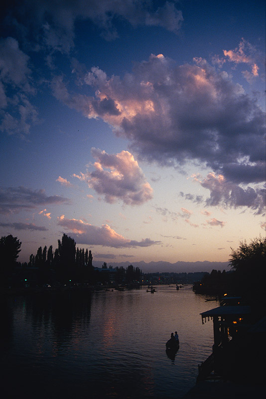 From a house boat on Dal Lake, KasmirCanon A1, 28mm, Kodachrome