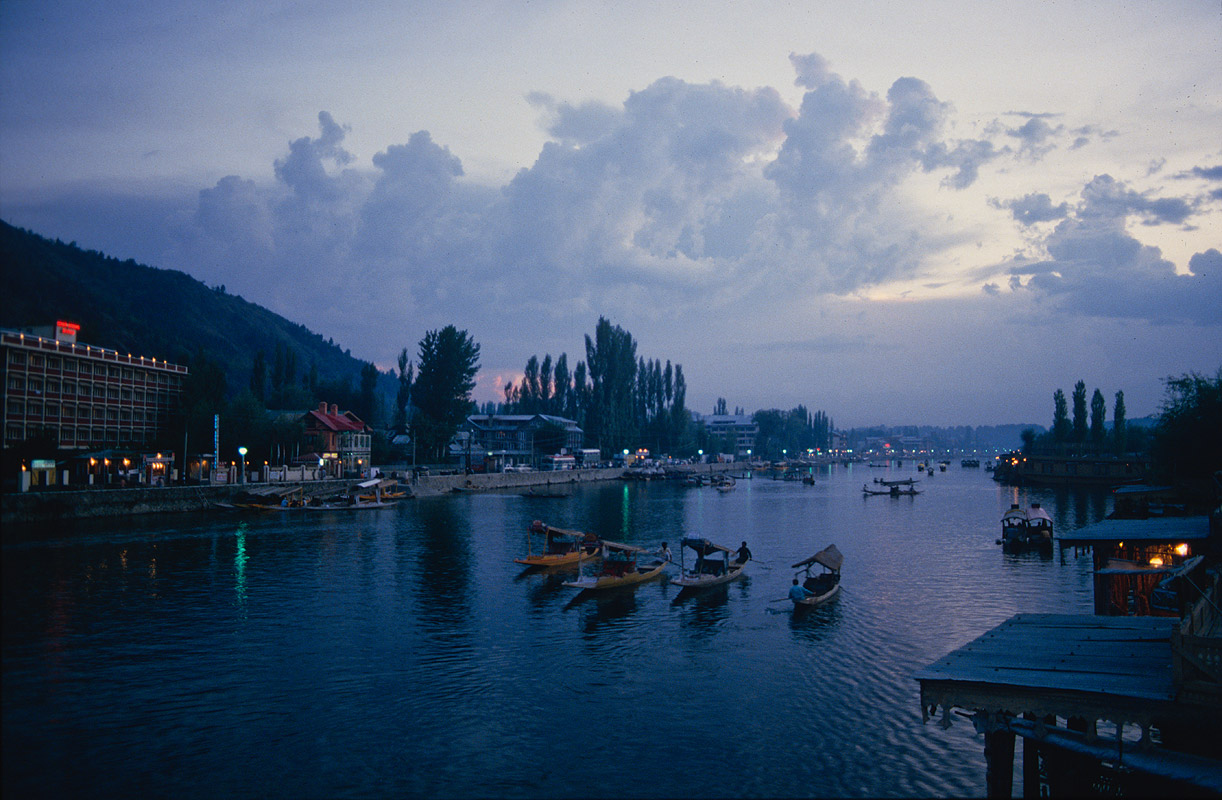 From a houseboat on Dal Lake, KashmirCanon A1, 28mm, Kodachrome