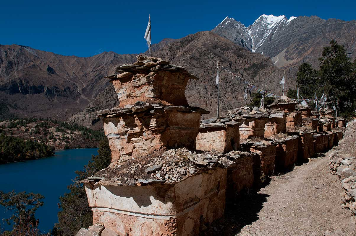 Stupas and mani walls near the gompa