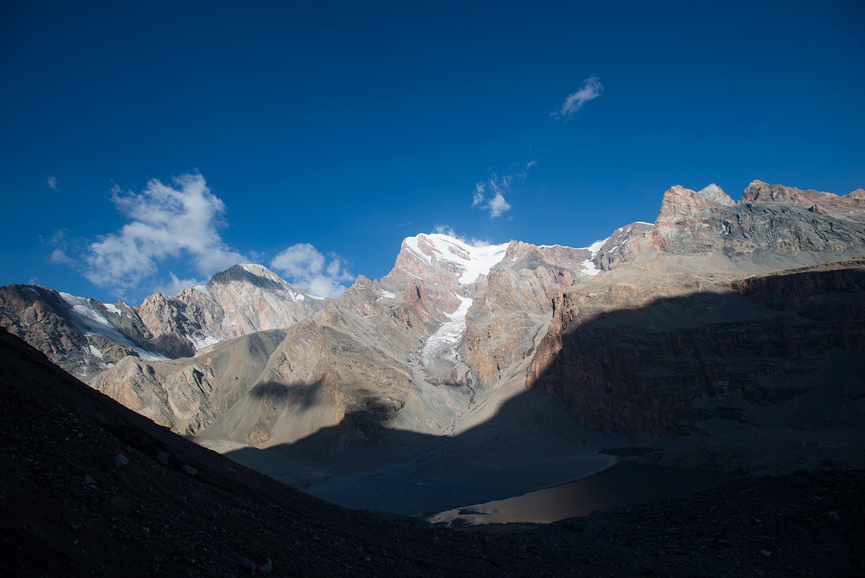 From the ascent to the Mazatlan Pass. Mutnyi Lake below