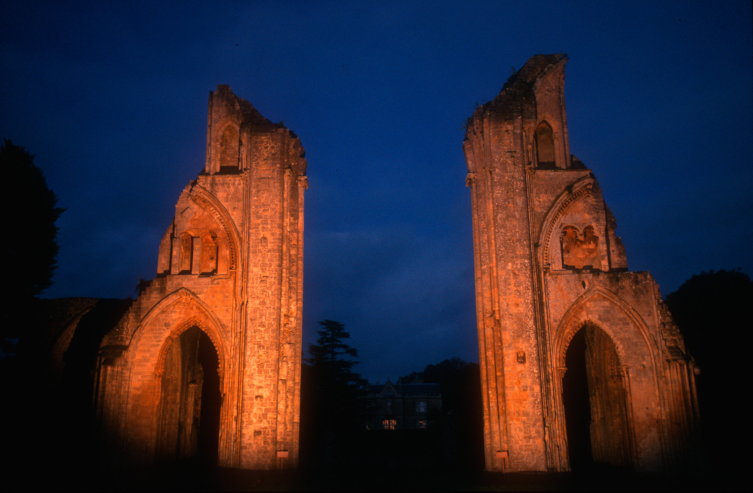 glastonbury_abbey_02