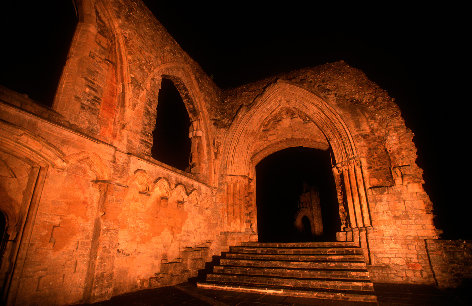 glastonbury_abbey_03