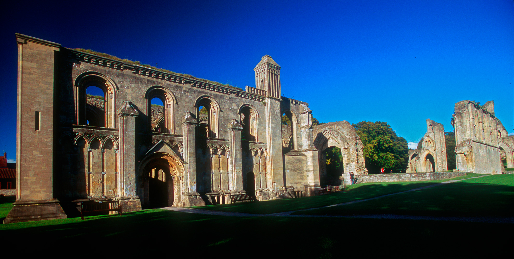 glastonbury_abbey_04