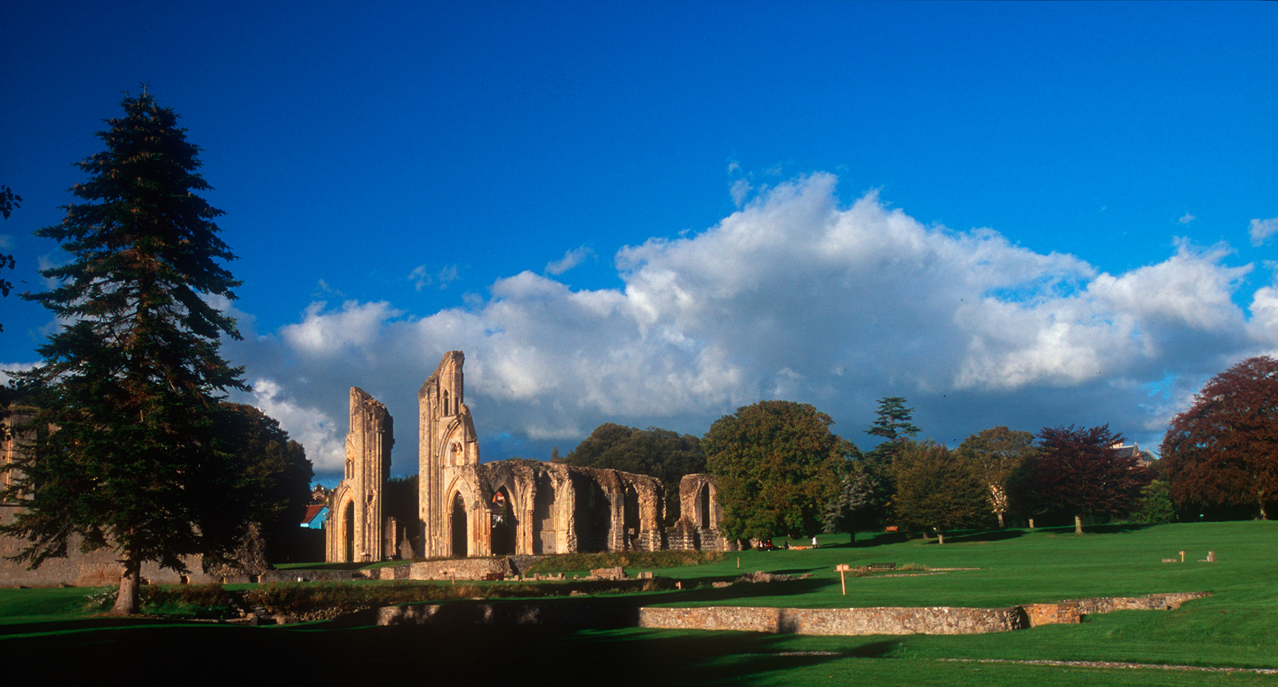 glastonbury_abbey_09