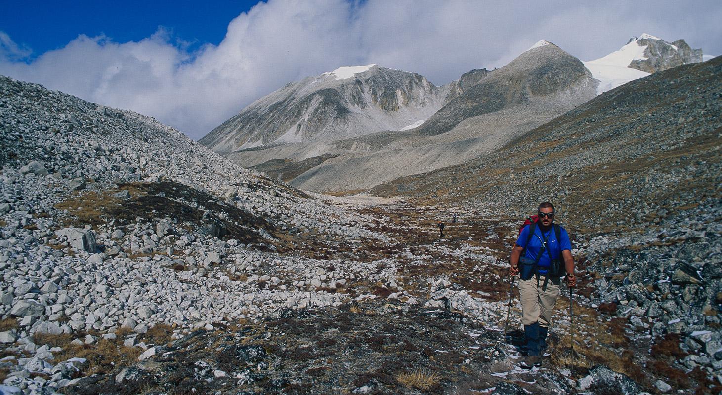 Heading down into the valley of the Sasha ChhuNikon FM2, 50mm, Fuji Velvia