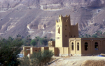 A typical fortified Yemeni house, built of mud bricks, in the HadramawtNikon F5, 180mm, Fuji Velvia 100