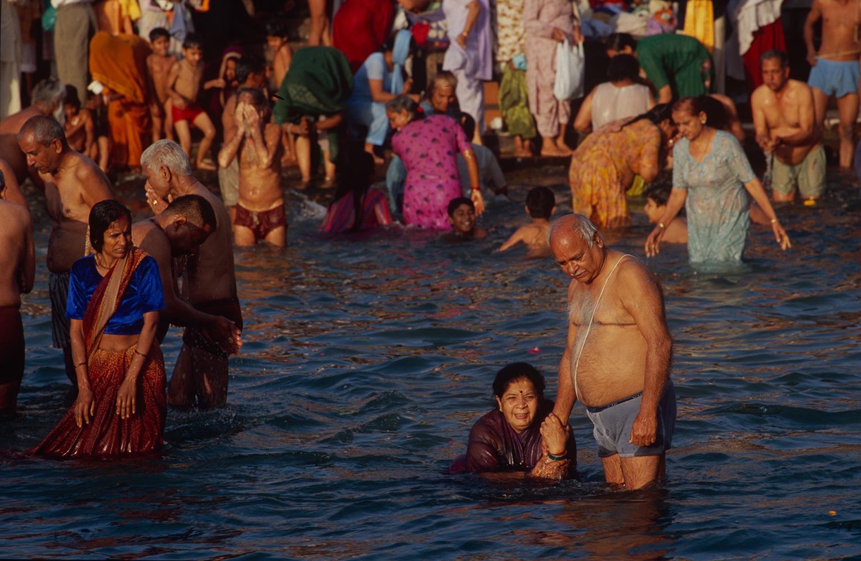 haridwar_bathing4_2004RVP