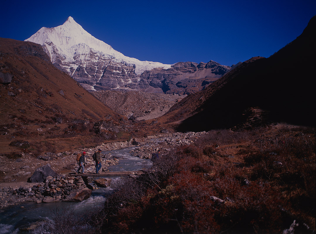 Seen leaving Jangothang for the ascent of the Nyele La on the way to LayaBronica ETRSi, 50mm, Fuji Velvia