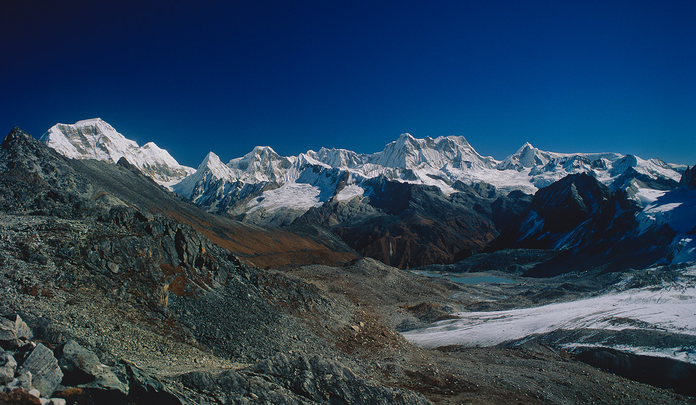 A view east fron the pass - on the left is Jejekangphu Kang, in the centre is Teri KangBronica ETRSi, 50mm, Fuji Velvia