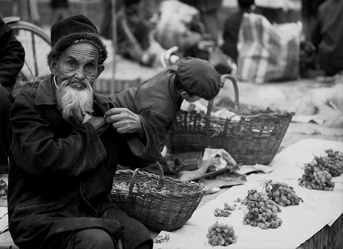 kashgar_fruitman