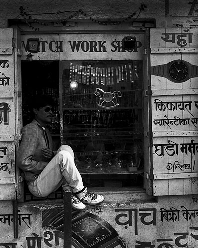 A stall at Kathmandu's main bus station (the old one)Bronica ETRS, 75mm, FP4