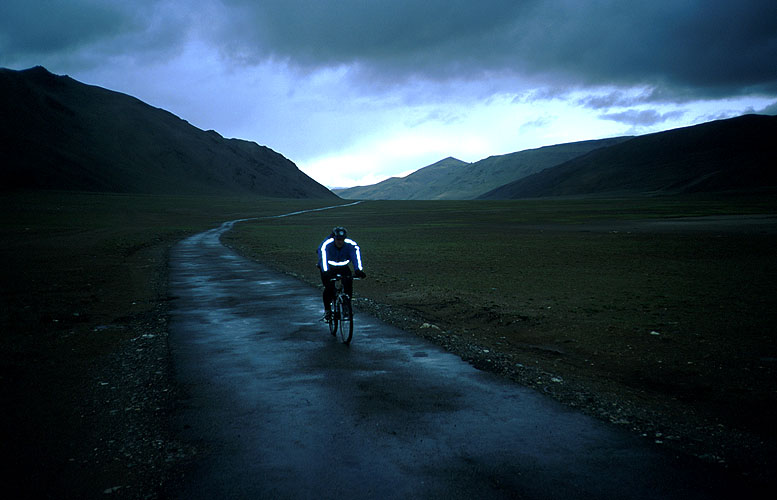 Approaching this 5065m pass on the ride from Leh to ManaliCanon EOS 500, 28-80mm, Fuji Velvia