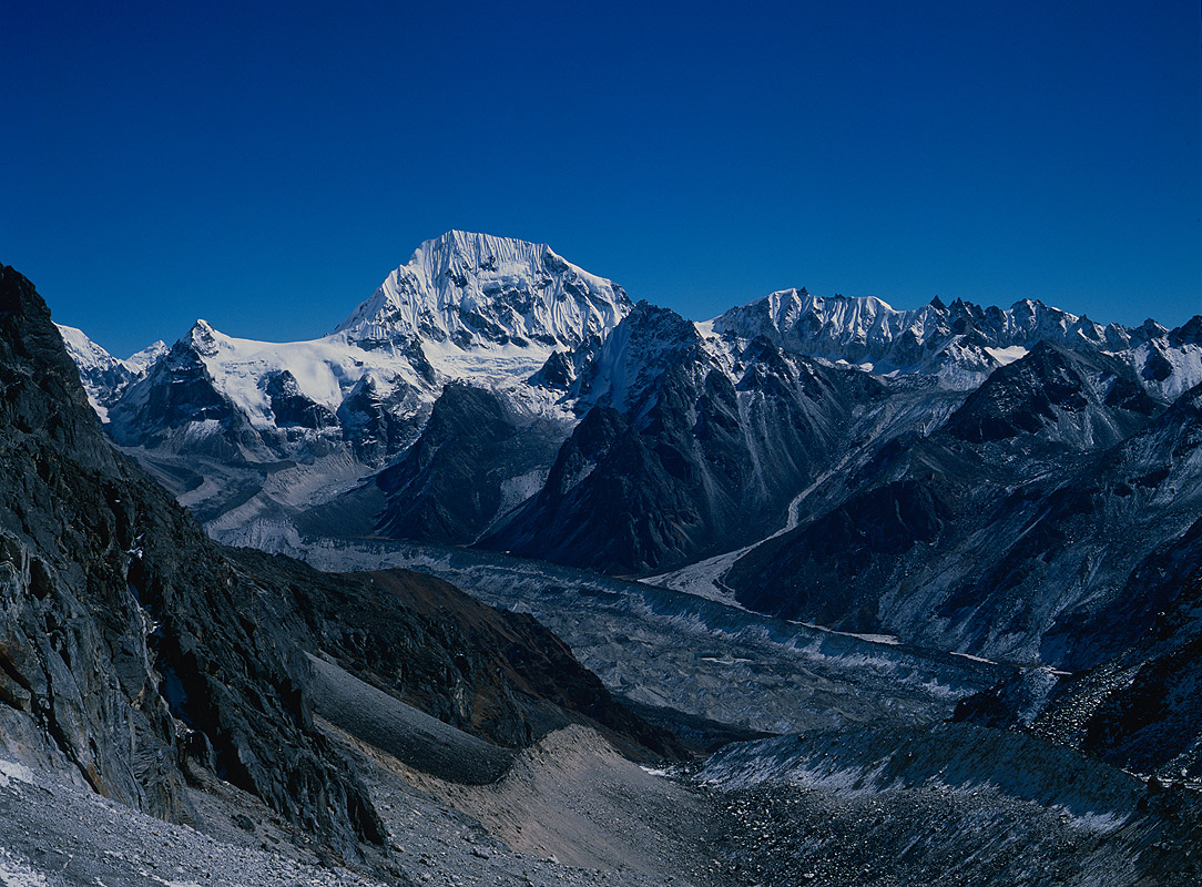 Looking east over the Yalung glacier from the crest of this 5130m pass.Nikon FM2, 28mm, Fuji Velvia
