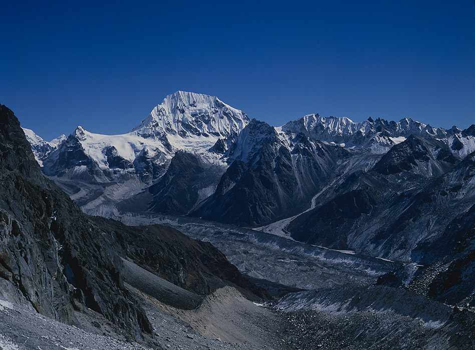 Looking across the Yalung glacier to Rathong, the Rathong La and SikkimProject VeronicaMedium format images re-scanned in a professional glass film- holder with my Nikon Coolscan 9000 and Silverfast 8 software. These images display larger on the site - enjoy!Bronica ETRSi, 50mm, Fuji RFP