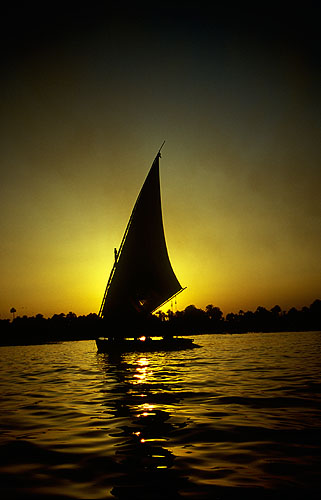 Sailing at sunsetNikon F5, 17-35mm, Fuji Velvia 100