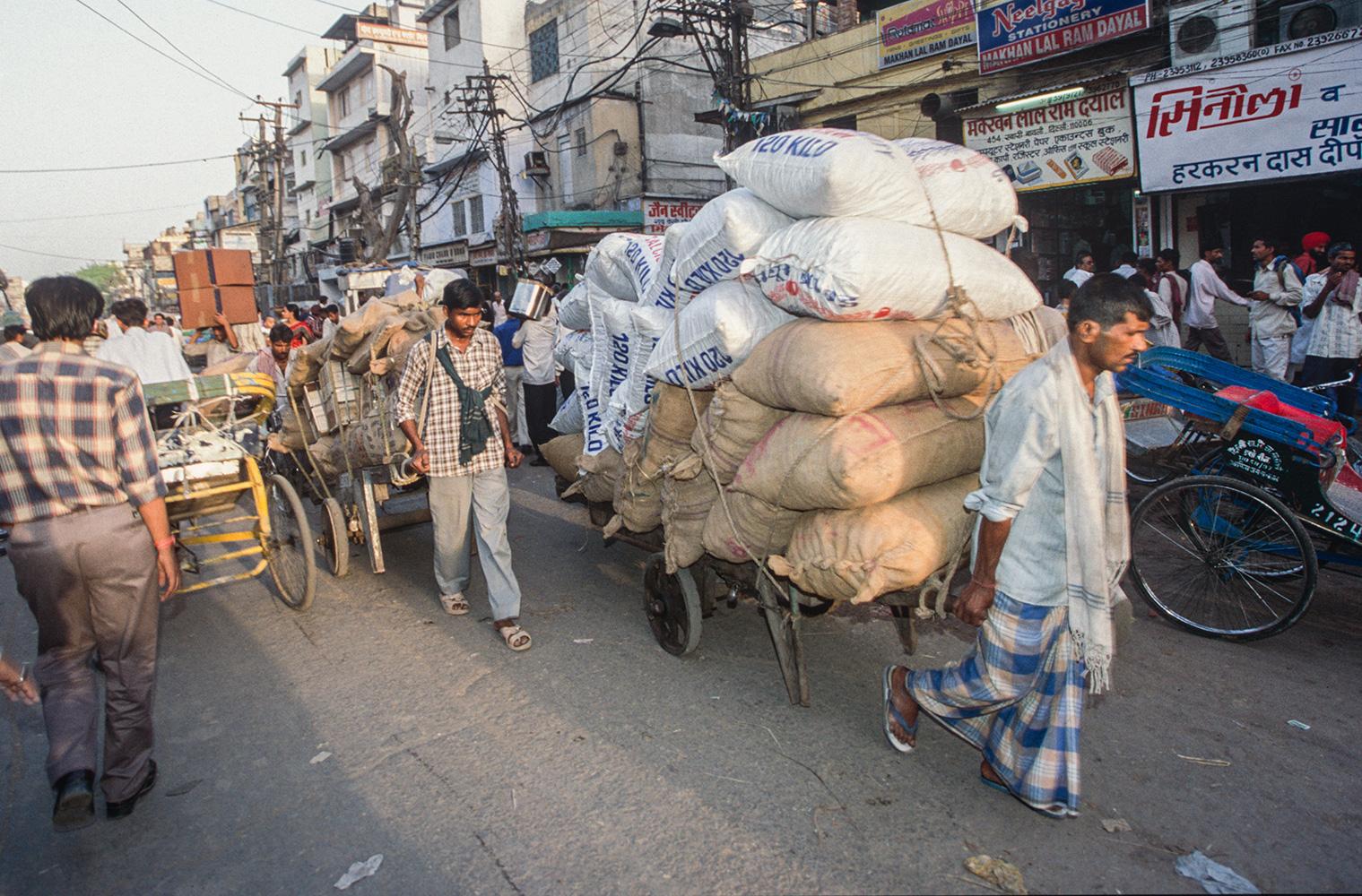 market_trolleys_delhi_2004RVP