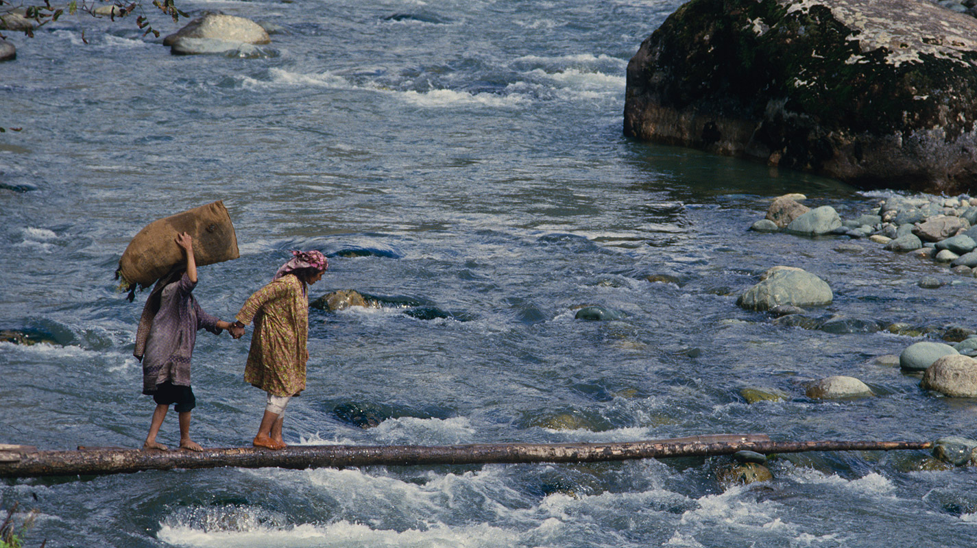 Women crossing the Lidder riverCanon A1, 135mm, Kodachrome
