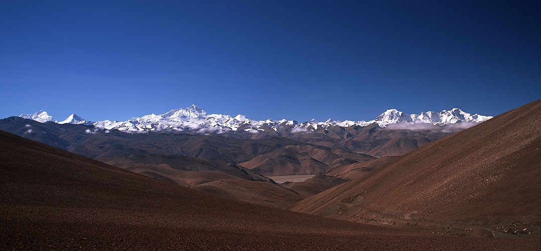 The magnificent view south from the Pang La on the approach to Everest from Tibet. On the skyline, from left to right, are Makalu, Chomolonzo, Everest, Cho Oyo & Gyachhung KangBronica ETRSi, 50mm, Fuji Velvia