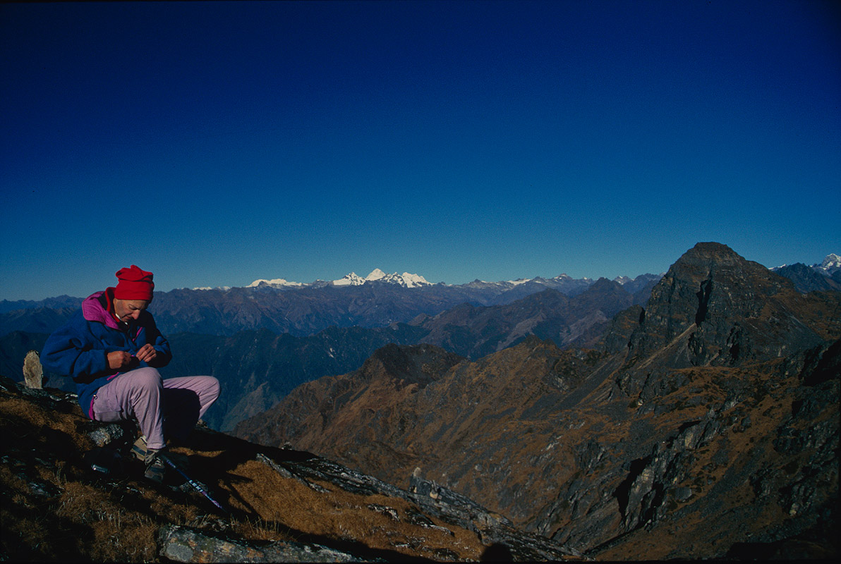 The lower, more southerly, crossing between the Yalung glacier on the south side of Kangchendzonga, and Ghunsa / Pang Pema on the north. Makalu on the horizon.Nikon FM2, 28mm, Fuji Velvia