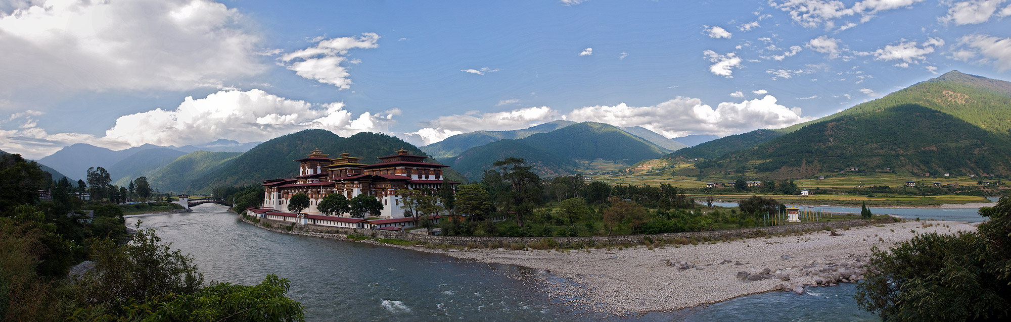 Constructed by Zhabdrung (Shabdrung) Ngawang Namgyal in 1637–38 this is the second oldest and second largest dzong in Bhutan and one of its most majestic structures. The Dzong is located at the confluence of the Pho Chhu (father) and Mo Chhu (mother) rivers in the Punakha–Wangdue valley.Nikon D300, 17-35mm(A stitched panorama of five images)