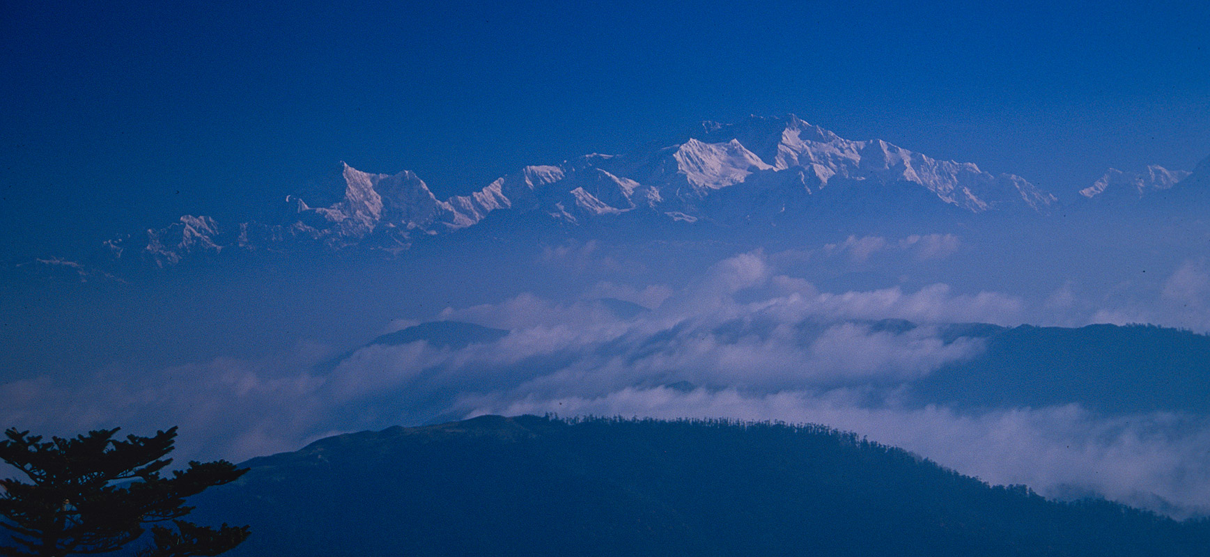 An early morning shot from the ridge above Sandakphu LodgeNikon FM2, 24mm, Fuji Velvia