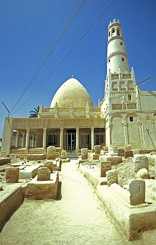 A typical Yemeni mosque, probably dating to the C16Nikon F5, 17-35mm, Fuji Velvia 100