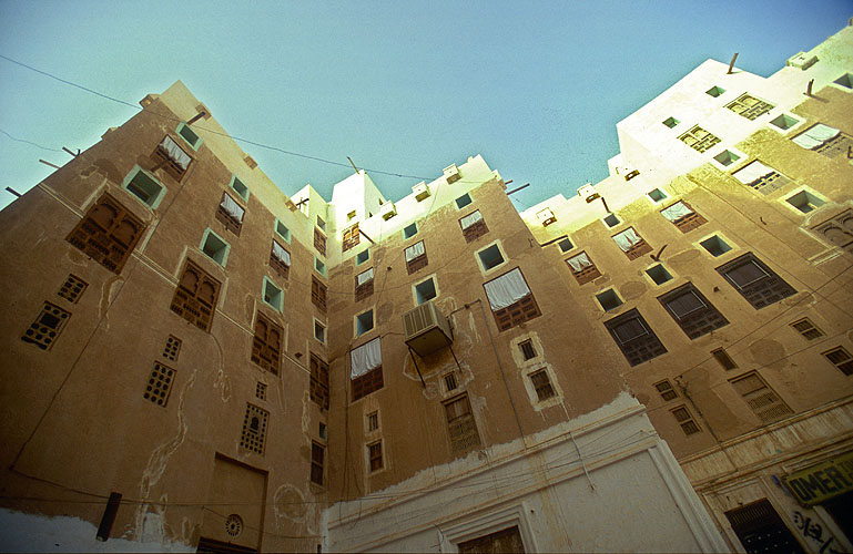 Some of the mud-brick houses are 15 stories high and rise to over 40 metres. The walls at the base are 2m thick, and the upper stories coated with many layers of alabasterNikon F5, 17-35mm, Fuji Velvia 100