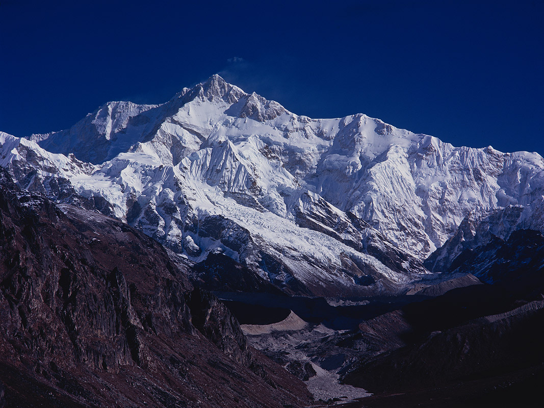 The NE face seen from a ridge above ThangshingSikkim, IndiaProject VeronicaMedium format images re-scanned in a professional glass film- holder with my Nikon Coolscan 9000 and Silverfast 8 software. These images display larger on the site - enjoy!Bronica ETRSi, 150mm, Fuji RDP2