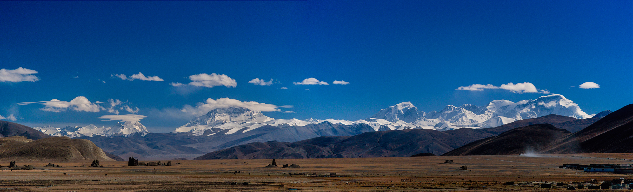Makalu, Lhotse, Everest, Gyachung Kang and Cho Oyu seend from the Tibetan plateau near TingriA stitch of two images