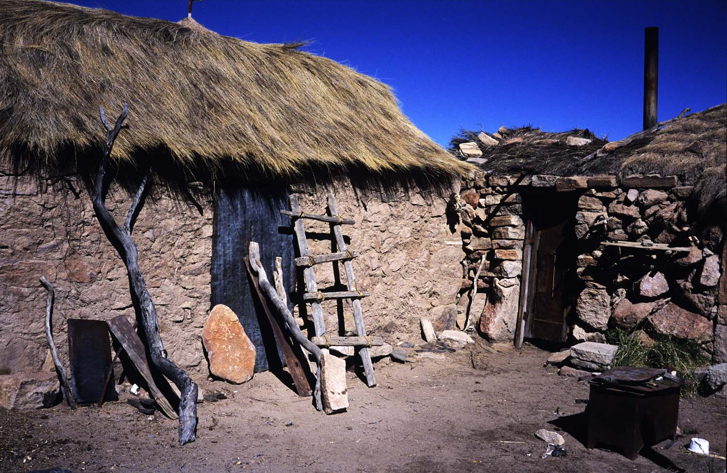 Stone construction typical of the high altiplano.Construcción en piedra típica de la región sur del altiplano.