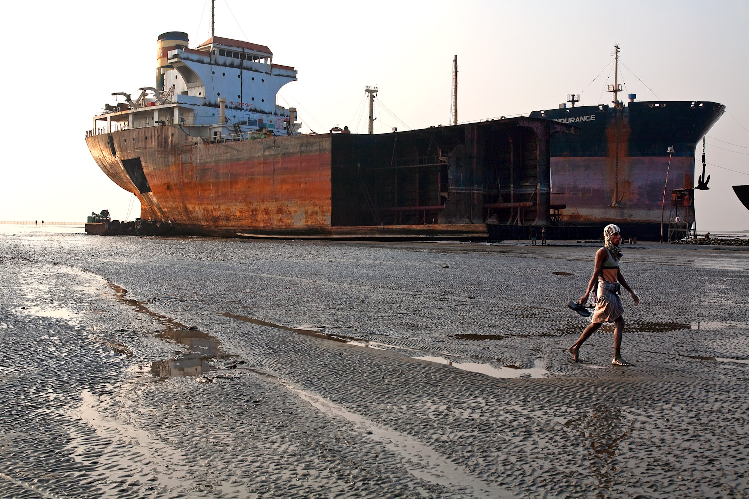 Bangladesh_Ship_Breaking_6737_PRINT